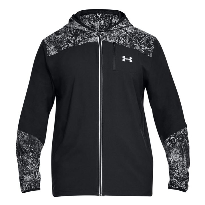 Under Armour striukė